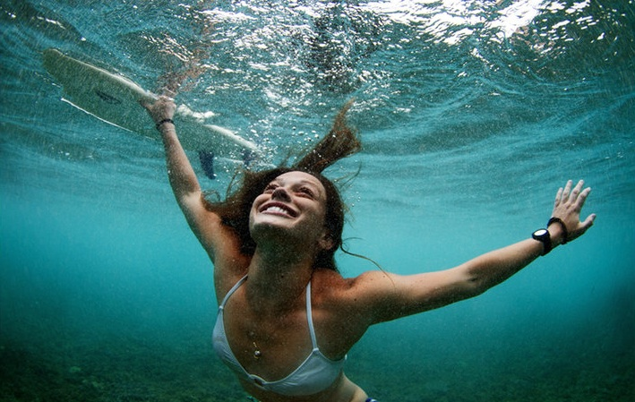 LINDSAY PERRY SIGNS TO BILLABONG - SURF COLLECTIVE NYC - UNDERWATER