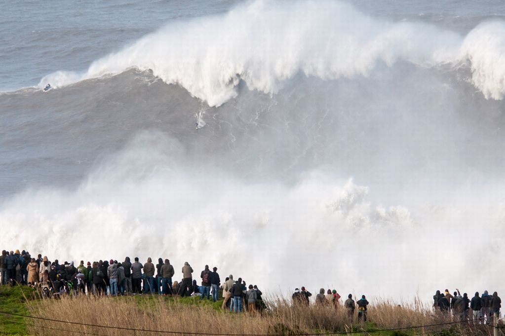 Andrew Cotton Surfs worlds largest wave