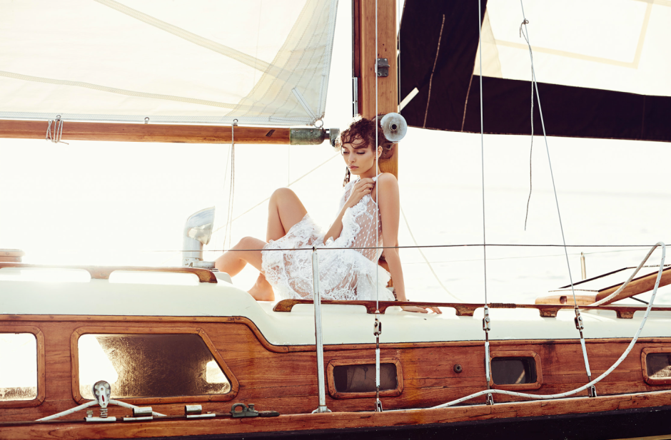 MODEL LUMA GROTHE SAILING IN MEXICO 1