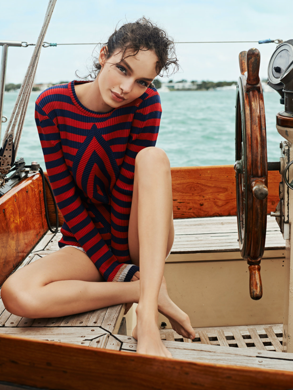 MODEL LUMA GROTHE SAILING IN MEXICO 9